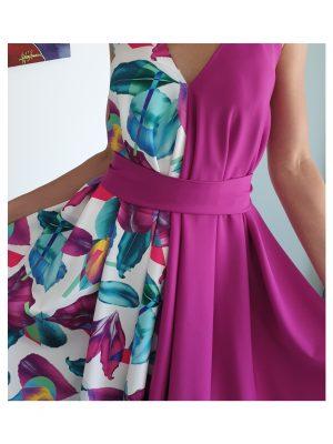 Ciklameno gėlėta suknelė su dirželiu